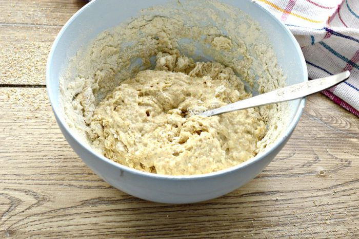 Дріжджове тісто з цільнозернового борошна для пирогів та пиріжків