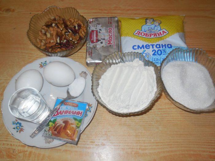 Сметані кекси з горіхами на соді