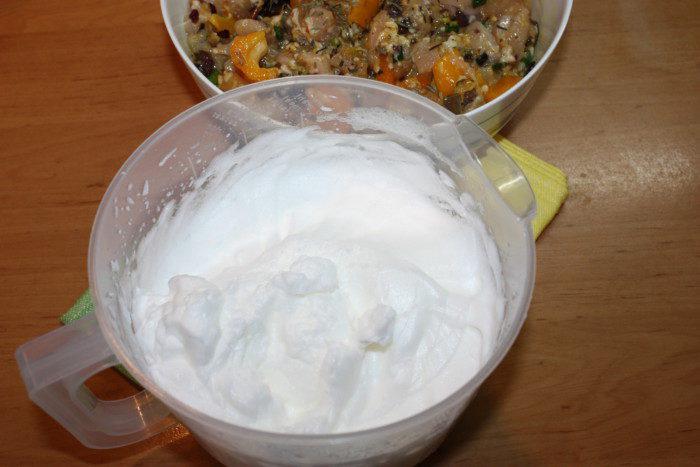 М'ясний террін з курки з грибами та жовтим перцем в духовці