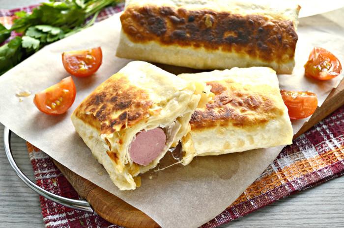 Сосиски в лаваші на сковороді – смачна швидка закуска