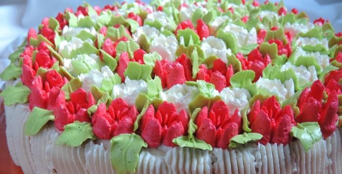 Тюльпани з крему – як прикрасити торт квітами тюльпанів