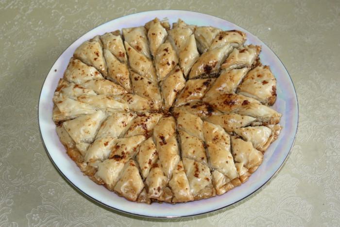 Домашня пахлава з горіхами в цитрусовому сиропі – смачні східні ласощі