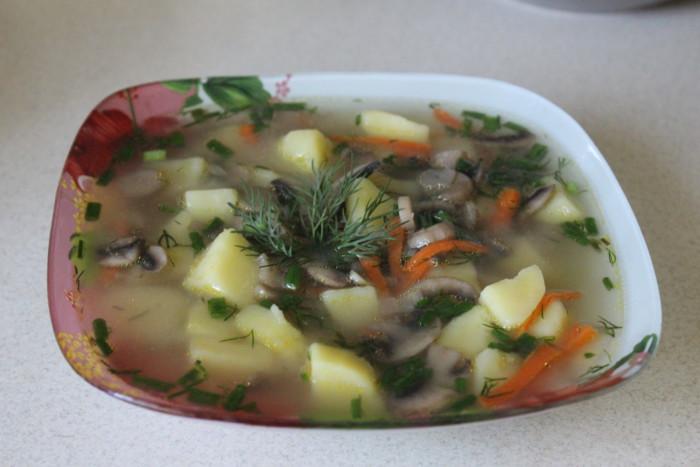 Чеський грибний суп з картоплею і засмажкою – пісний і смачний