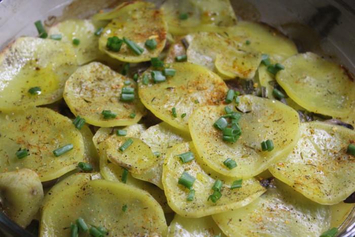 Картопляна запіканка з грибами і щавлем – смачна запечена пісна страва