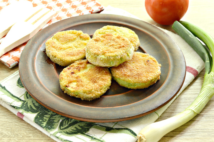 Смажені кабачки в сухарях та яйці – проста та смачна овочева закуска