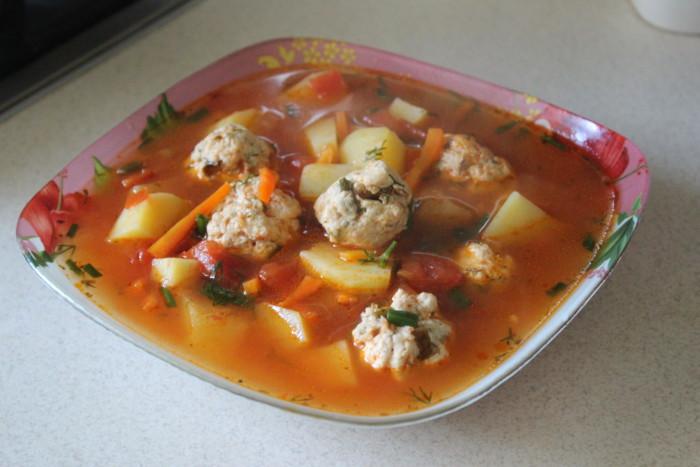 Суп чорба з квасолею і курячими фрикадельками – смачний та ситний