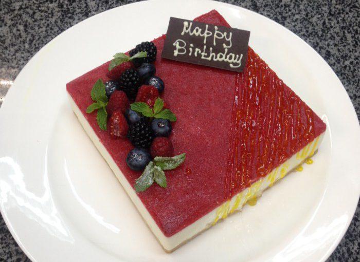 Полуничний чізкейк без випічки – смачний сирний торт без випікання