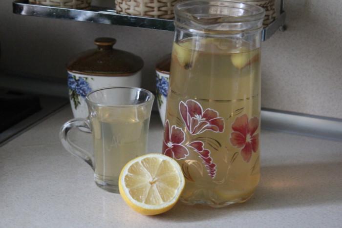 Компот з яблук і лимона – смачний домашній напій дітям і дорослим