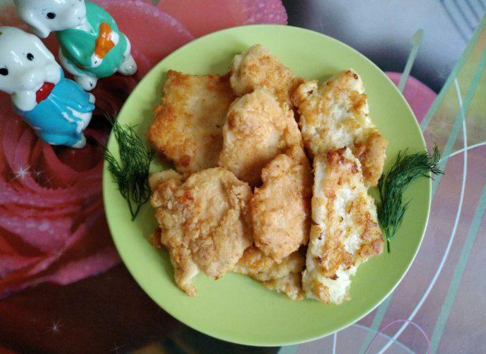 Курячі відбивні на сковороді в клярі – соковиті всередині та хрусткі зовні