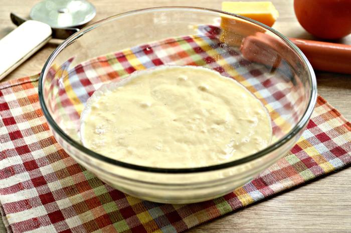 Швидке рідке тісто для піци на кефірі – просте та смачне