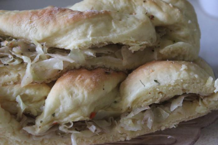 Дріжджовий пиріг з капустою – плетінка з начинкою з дріжджового тіста