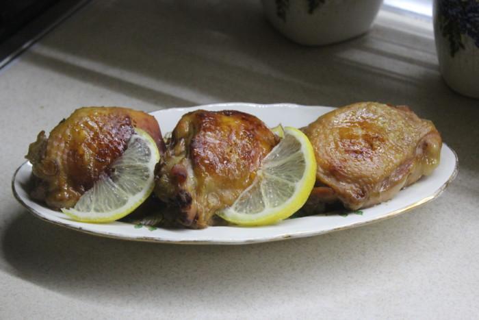 Курячі стегна в кисло-солодкому соусі запечені в рукаві