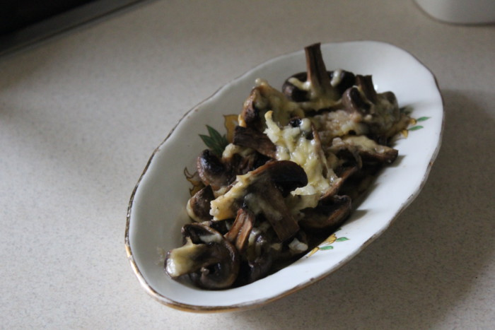 Запечені печериці з сиром – смачна грибна закуска