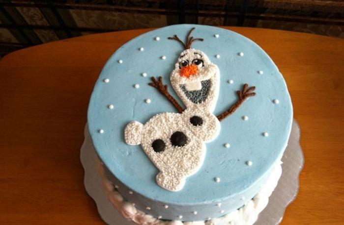Новорічний торт зі сніговиком