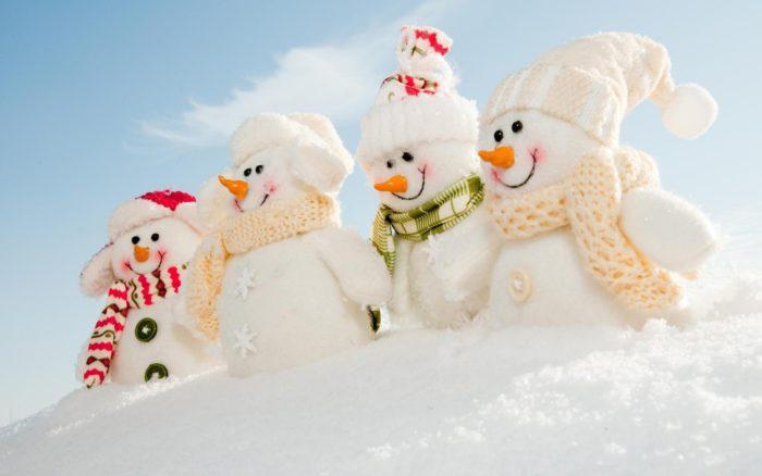 Новорічні заставки на робочий стіл 2018 із сніговиками