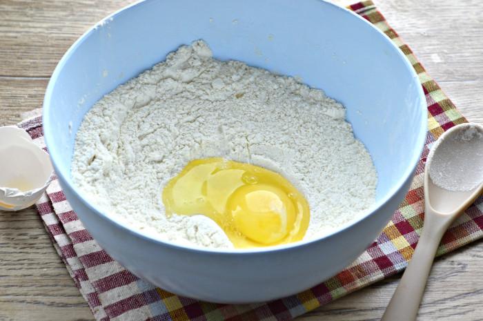 Ажурні ванільні млинці на воді з яйцями