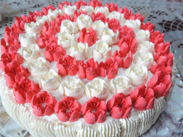 Тюльпани з крему - проста прикраса торта