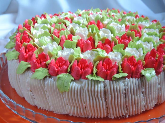 Тюльпани з крему - як прикрасити торт квітами тюльпанів
