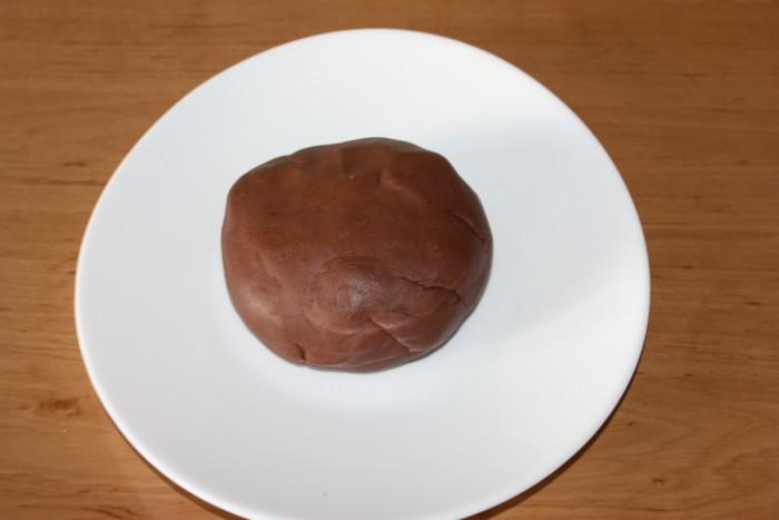 Кондитерська мастика на інвертному сиропі - ідеальна для прикраса торта