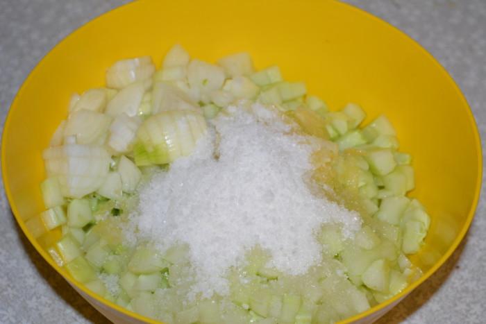 Заготівля для розсольнику зі свіжих огірків