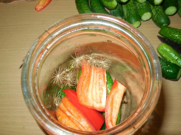 Мариновані огірки з перцем
