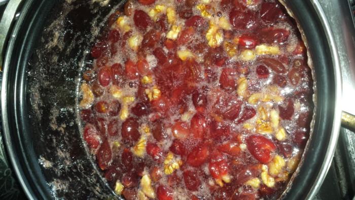 Царське варення з агрусу з волоськими горіхами