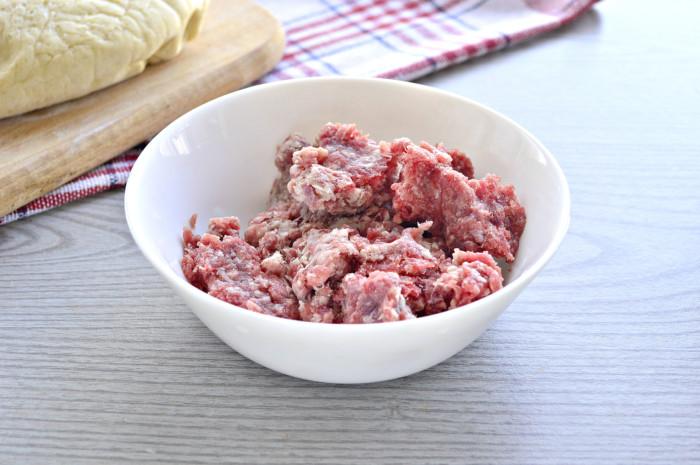 Пиріжки з м'ясом з дріжджового тіста