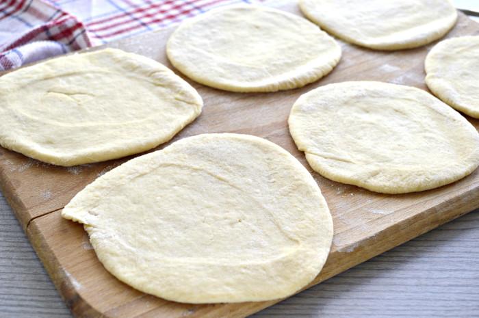 М'ясні пиріжки з дріжджового тіста
