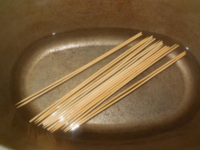 Куряче філе на шпажках в листковому тісті в духовці