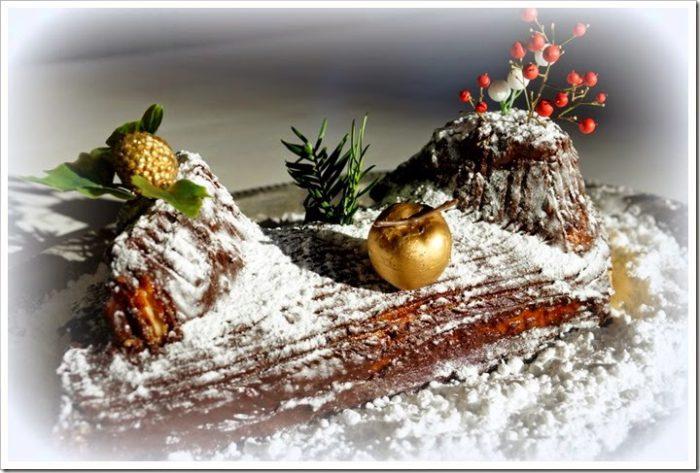 Вишуканий і дуже смачний торт Різдвяне поліно вперше з'явився у Франції. Сьогодні - це класичний десерт на Різдво як в самій країні, так і в багатьох країнах, які колись входили до складу французької імперії. Bûche de Noël (Бюш де Ноель) - це класичне французьке назва десерту.