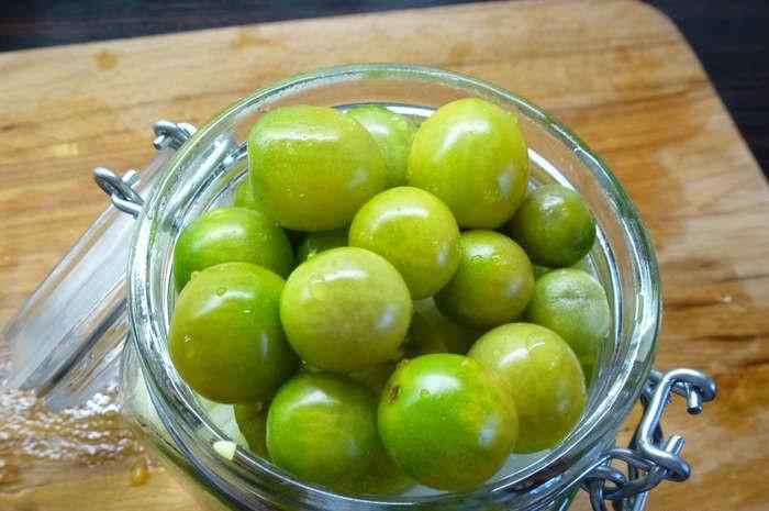 Зелені помідори черрі