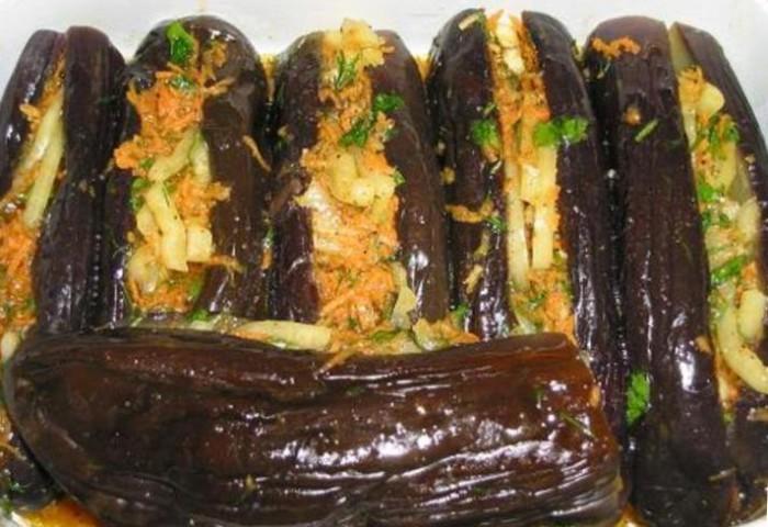 Баклажани фаршировані овочами на зиму - рецепт приготування смачної маринованої заготовки з баклажан.