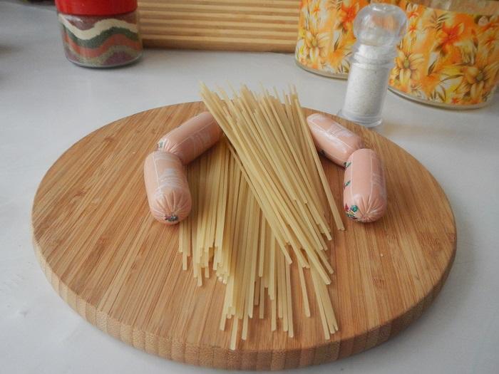 Смачні осьминожки з сосисок і спагетті