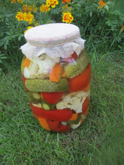 Мариноване овочеве асорті