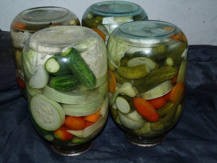 Мариноване овочеве асорті на зиму