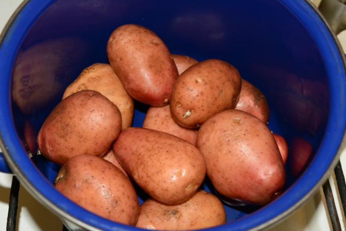 Варена картопля в мундирі