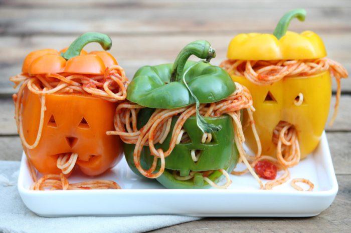 Голова мерця із перця і спагетті