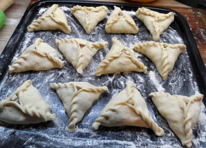 Трикутні татарські пиріжки з м'ясом і картоплею