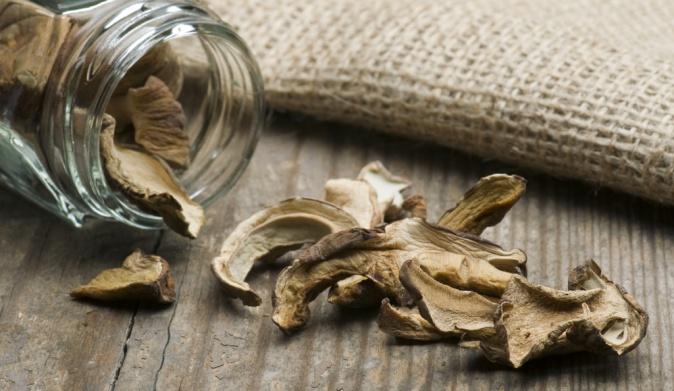 Як правильно зберігати сушені гриби