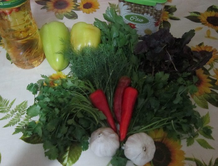 Перець із зеленню і часником на зиму