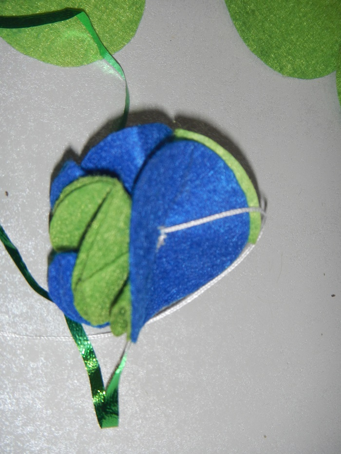 Новорічні кулі з фетру на ялинку