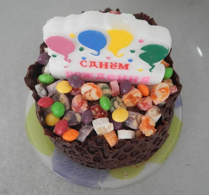 Дитячий медовий бісквітний торт на день народження