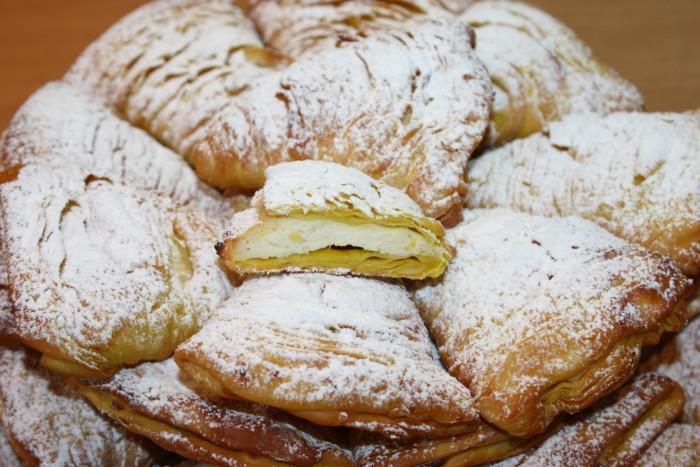 Тістечко сфольятелла з рікоттою і лимоном - неаполітанська листкова булочка з начинкою