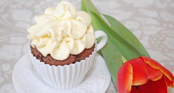 Масляний ванільний крем для торта, капкейків та тістечок