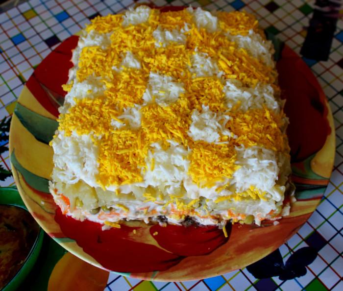Листковий салат зі шпротами і сиром - Шахматка