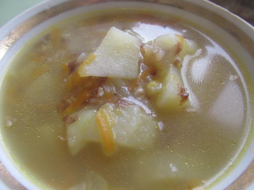 Гречаний суп на курячому бульйоні