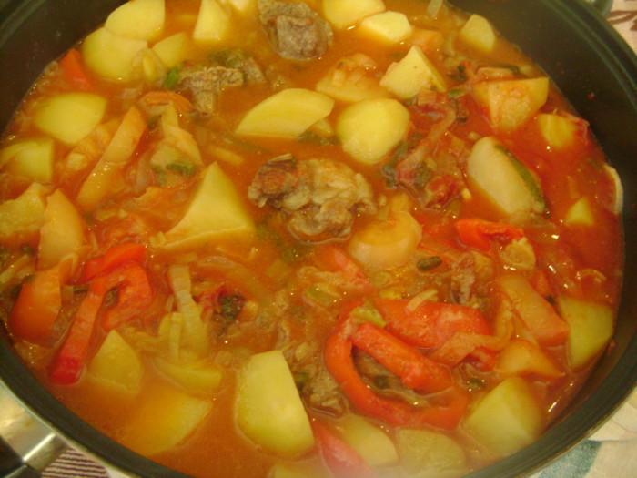 Густий суп-гуляш по-угорськи