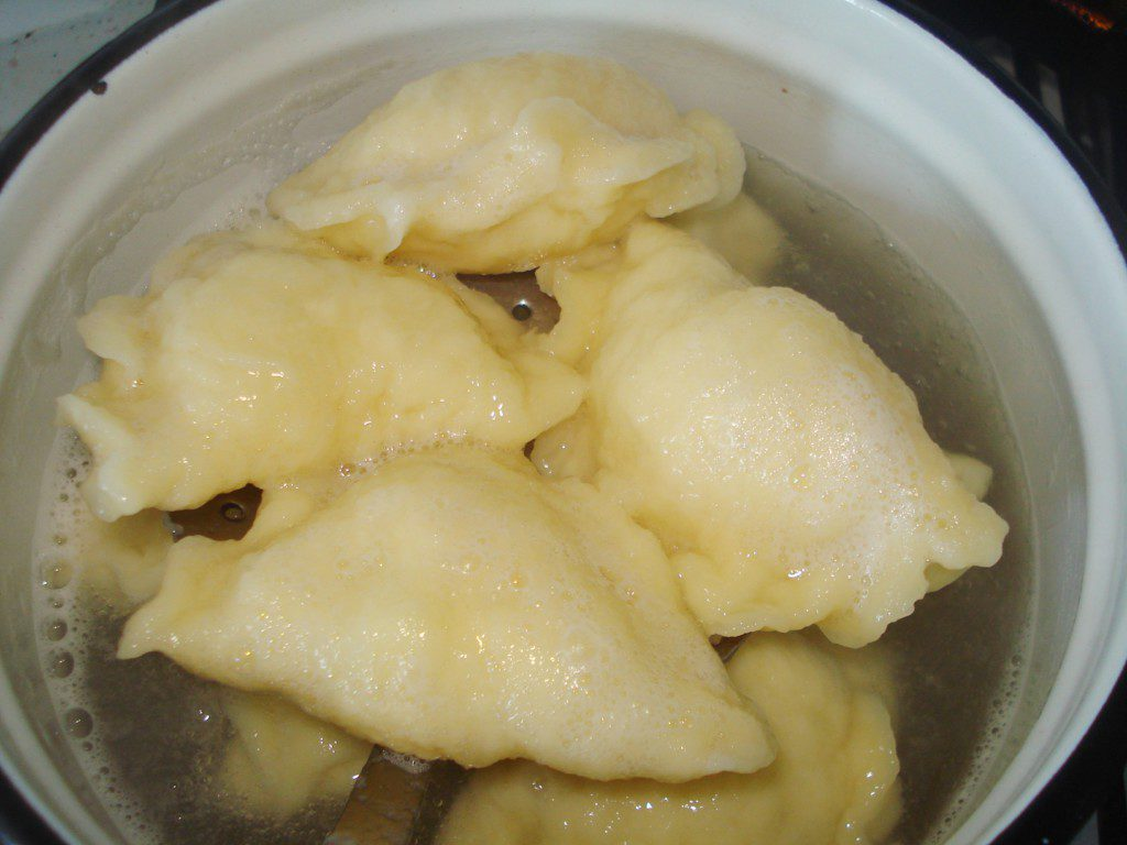 Тісто для вареників з картоплею на воді