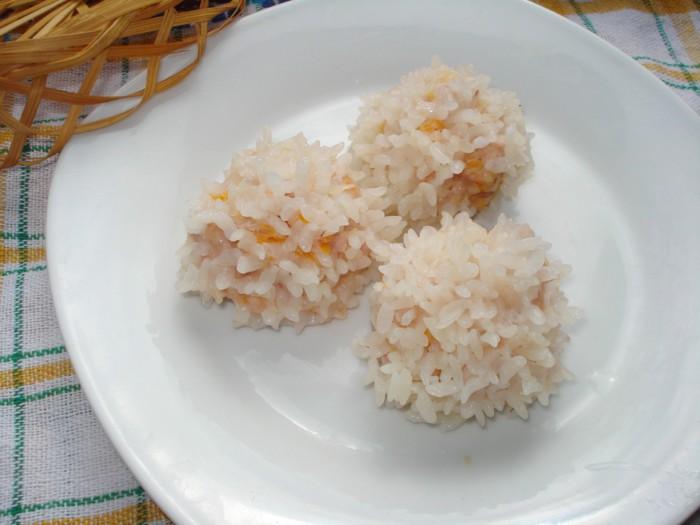 Дитячі парові тефтелі-їжачки з фаршу з рисом в мультиварці