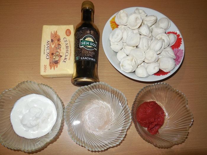 Пельмені в мультиварці тушковані в соусі зі сметани і томату